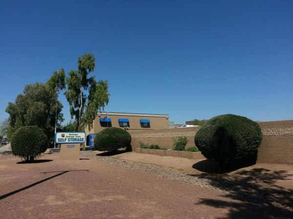 Self Storage Units At Arizona Storage Inns Campus In