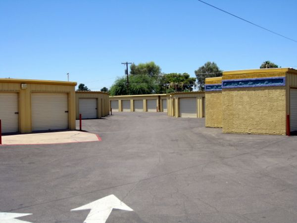 Self Storage Units At Storage West Mcclintock Dr In