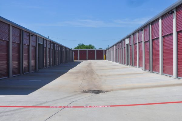 Self Storage Units At Access Self Storage Midlothian In Midlothian Tx 76065 1630 U S 67 Storage Deals