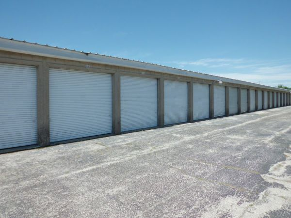 Self Storage Units At A Storage Inn Cave Springs In St