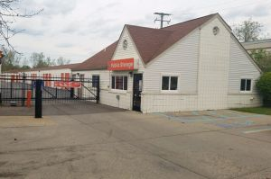 Public Storage - Walled Lake - 1901 E West Maple Rd